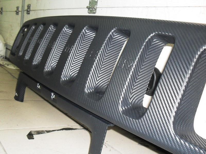 Радиаторная решетка обтянутая карбоновой пленкой