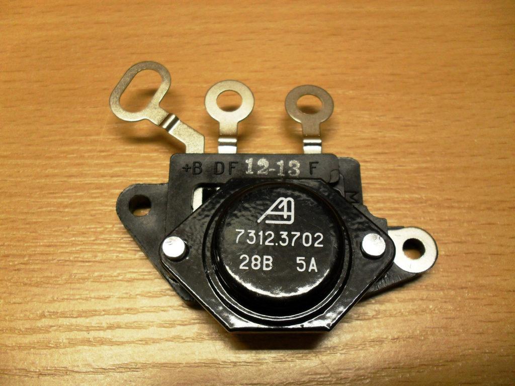 rele19 1 1024x768 - Схема подключения регулятора напряжения к генератору