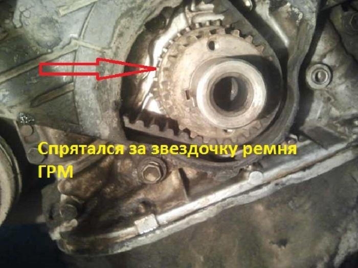 Реперный диск возле ремня генератора и ГРМ
