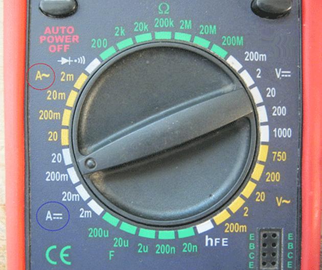 Выбор положения, требуемого для измерения тока с помощью цифрового мультиметра