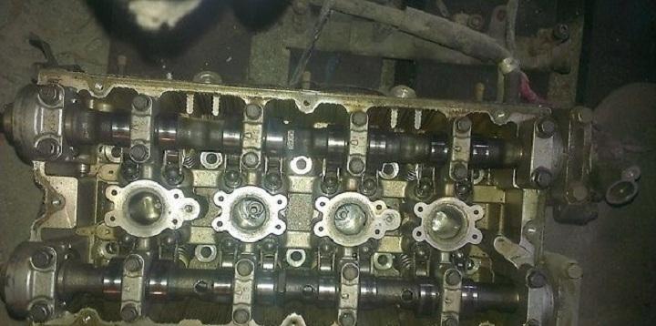 Четыре клапана на цилиндре DOHC